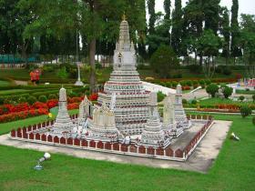 Мини-Сиам -это парк миниатюр самых известных в мире архитектурных сооружений